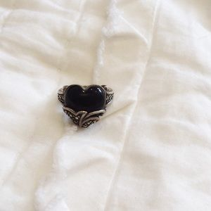 Jewelry - Sterling silver heart onyx ring